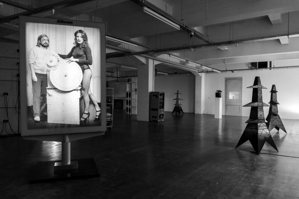 马克•莱基,《泛灵主义与庸俗物质》,WIELS当代艺术中心。摄影:斯文•劳伦. Mark Leckey, Lending Enchantment to Vulgar Materials, WIELS. Photography by Sven Laurent.