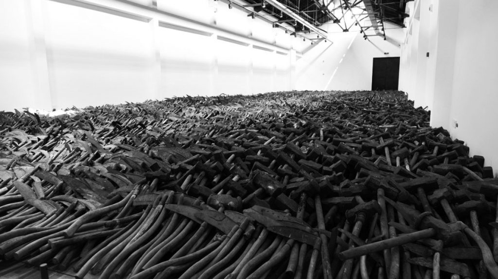 Mao Tongqiang, Tools, Objects, Readymades, 2008. Dimensions variable 毛同强 《工具》,2008,各种尺寸